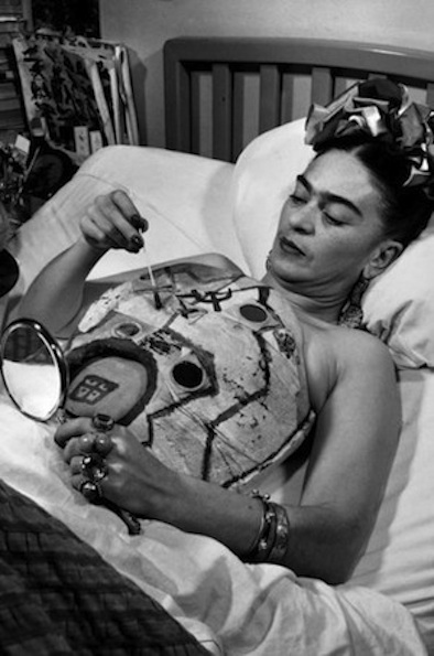 Frida-Kahlo-body-cast-2